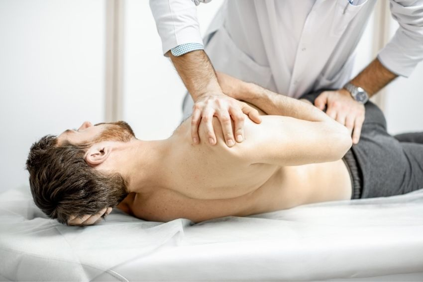 Shoulder and spine treatment by therapist